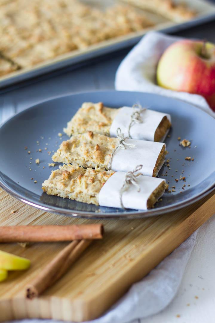 Apfel-Haferflocken Riegel - gesunder Snack für Kinder. Schnell zubereitet & super für die Brotdose / Lunchbox. Lieblingszwei.de