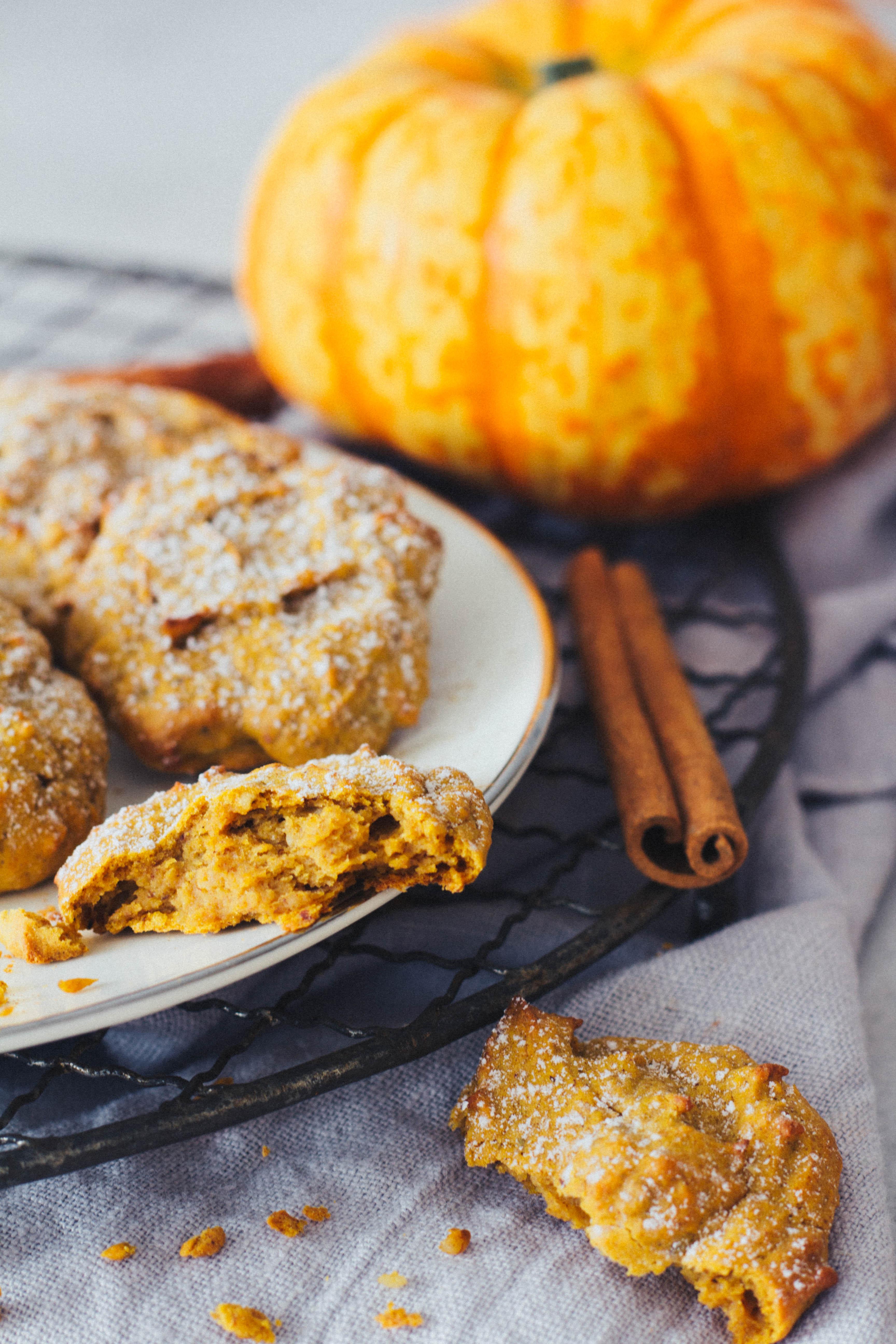 Leckere Kekse mit Kürbis. Ein gesunder und schnell zubereiteter Snack für unterwegs. Lieblingszwei.de