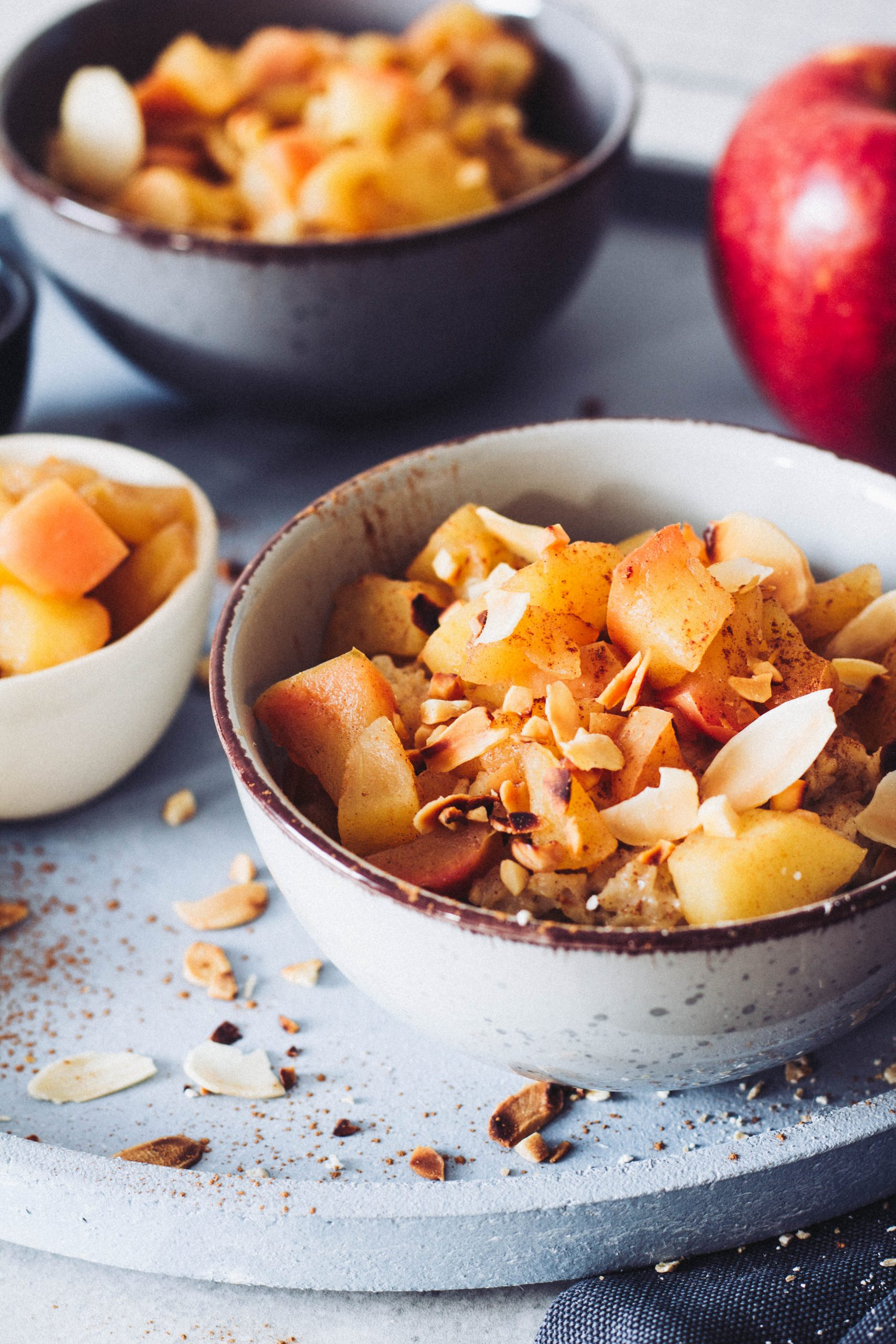 Bratapfel Porridge - ideales Frühstück für kalte Wintertage. Lieblingszwei.de