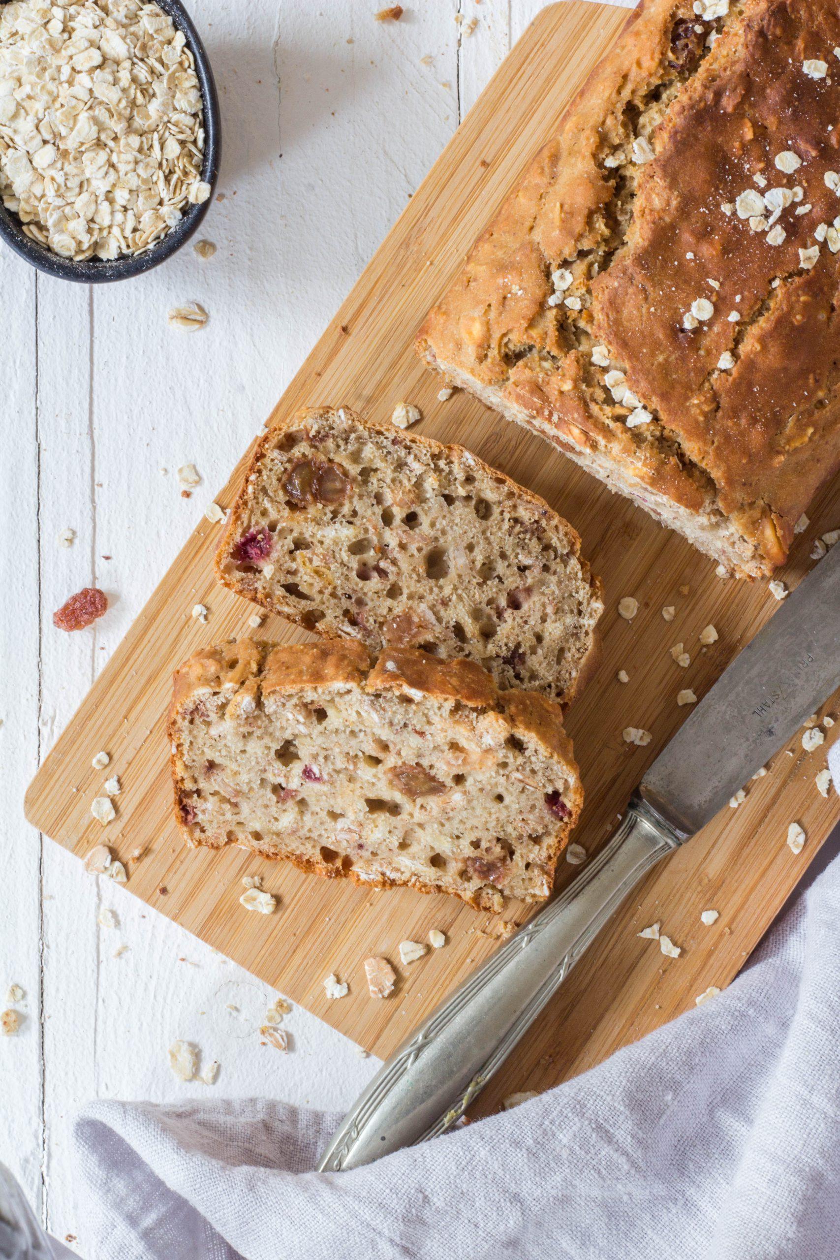Leckeres Müslibrot, das der ganzen Familie schmeckt. Schnelle und einfache Zubereitung. www.lieblingszwei.de