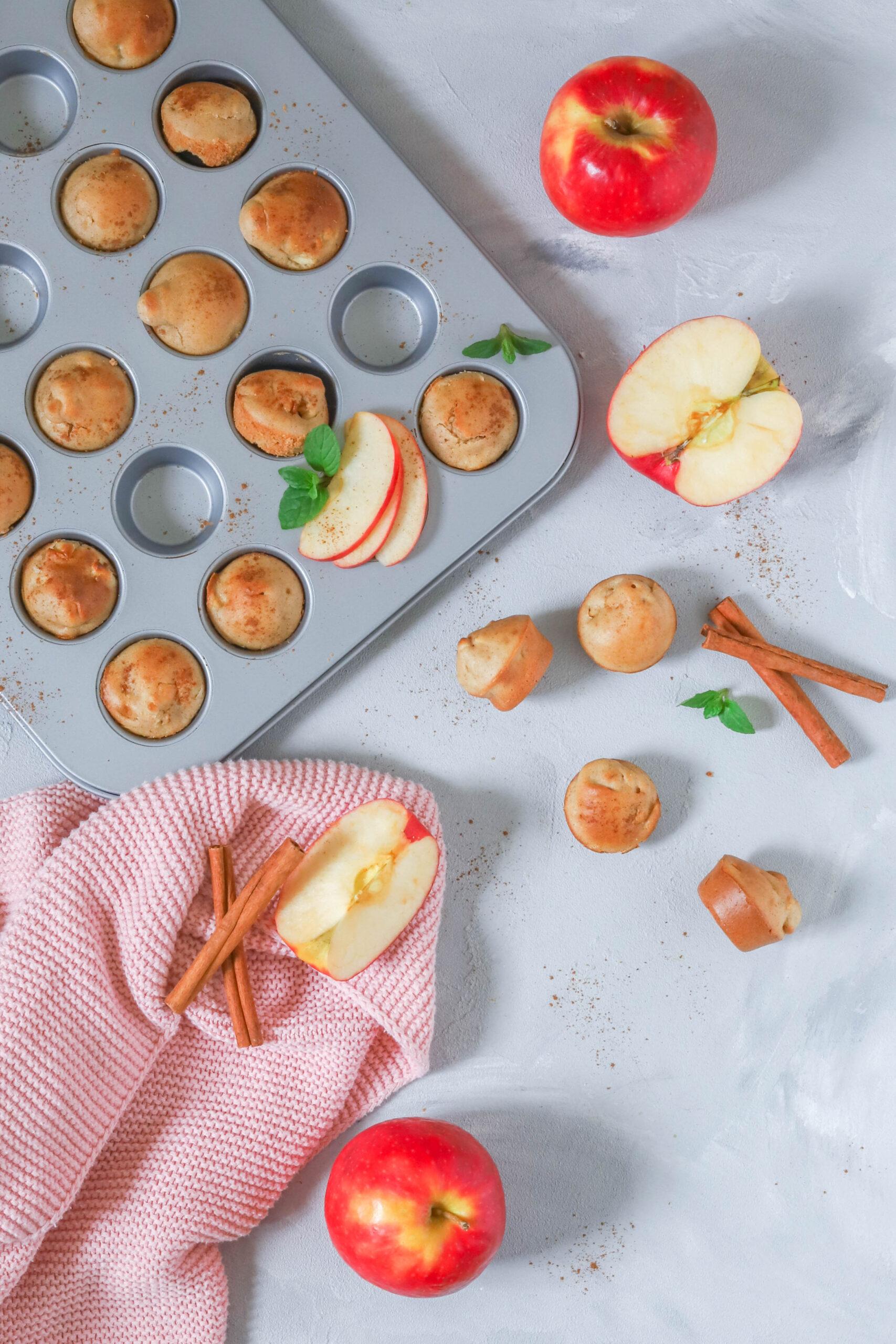 Lecker & schnell zubereitet: Mini Muffins mit Apfel & Zimt.
