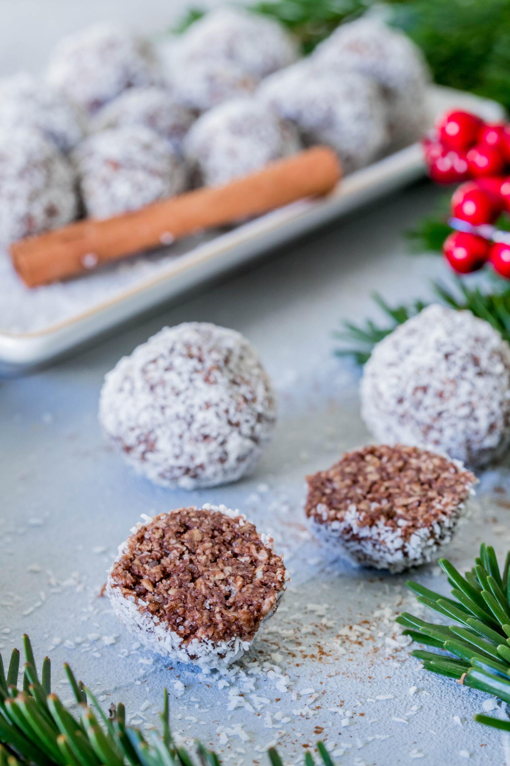 Kakao-Zimt Kugeln mit Kokosflocken: Super schnell zubereitet und richtig lecker.