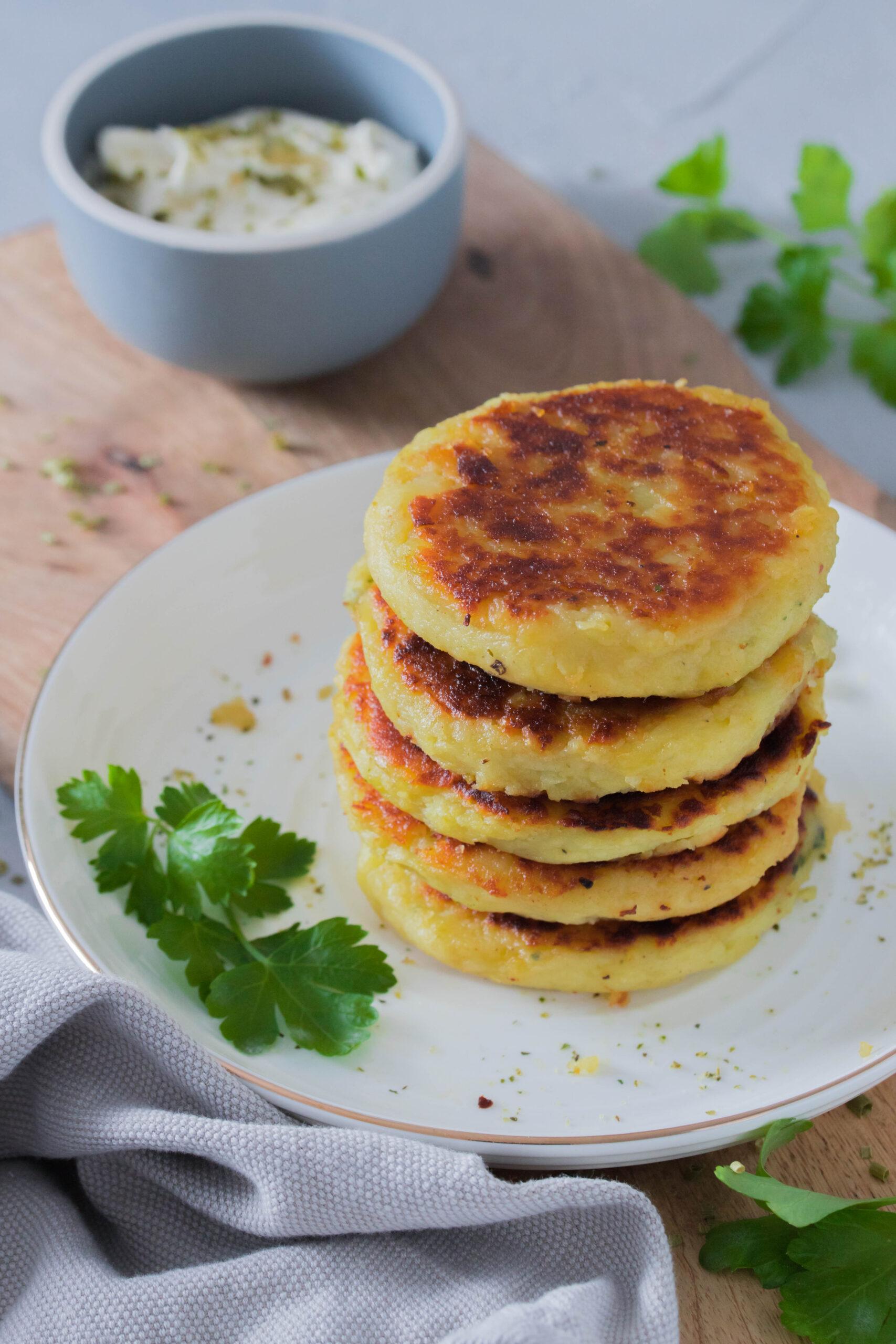 Leckeres Mittagessen für Kinder und die ganze Familie: Gefüllte Kartoffeltaler mit Spinat und Frischkäse