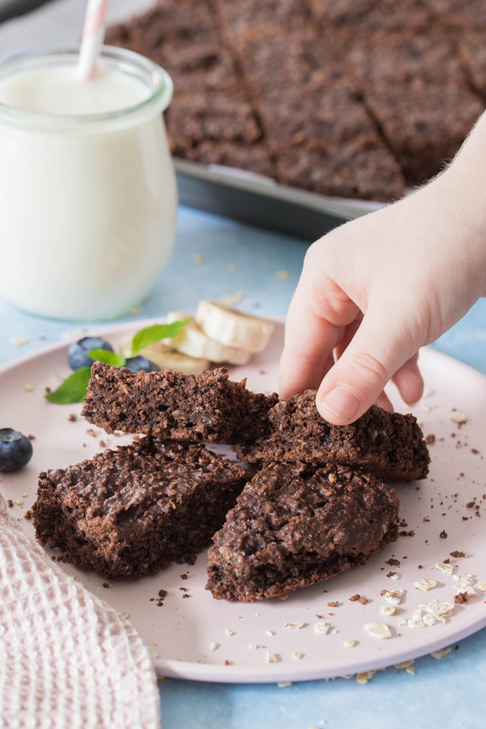 Leckere Zucchini-Bananen Brownies - gesunder Snack für die ganze Familie.