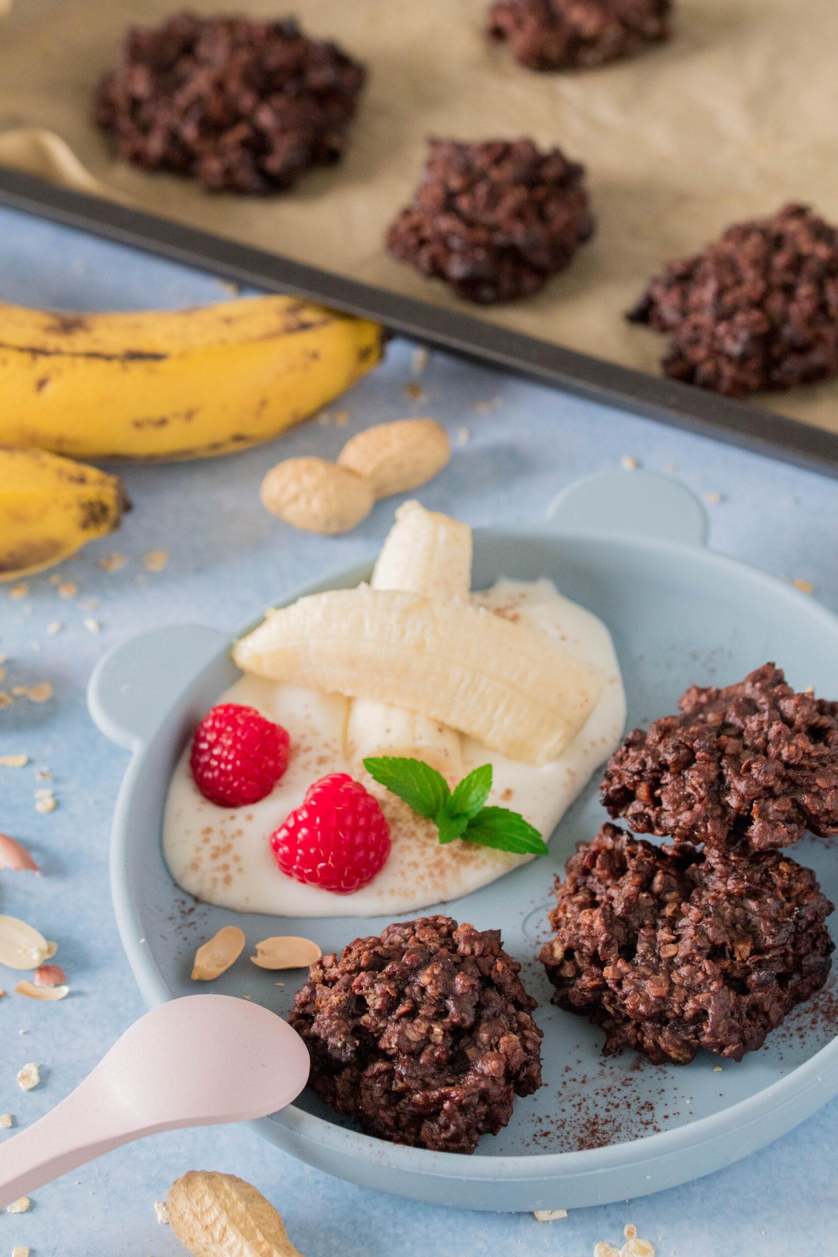 Schneller Snack für Kinder: Bananenkekse mit Haferflocken und Erdnussmus