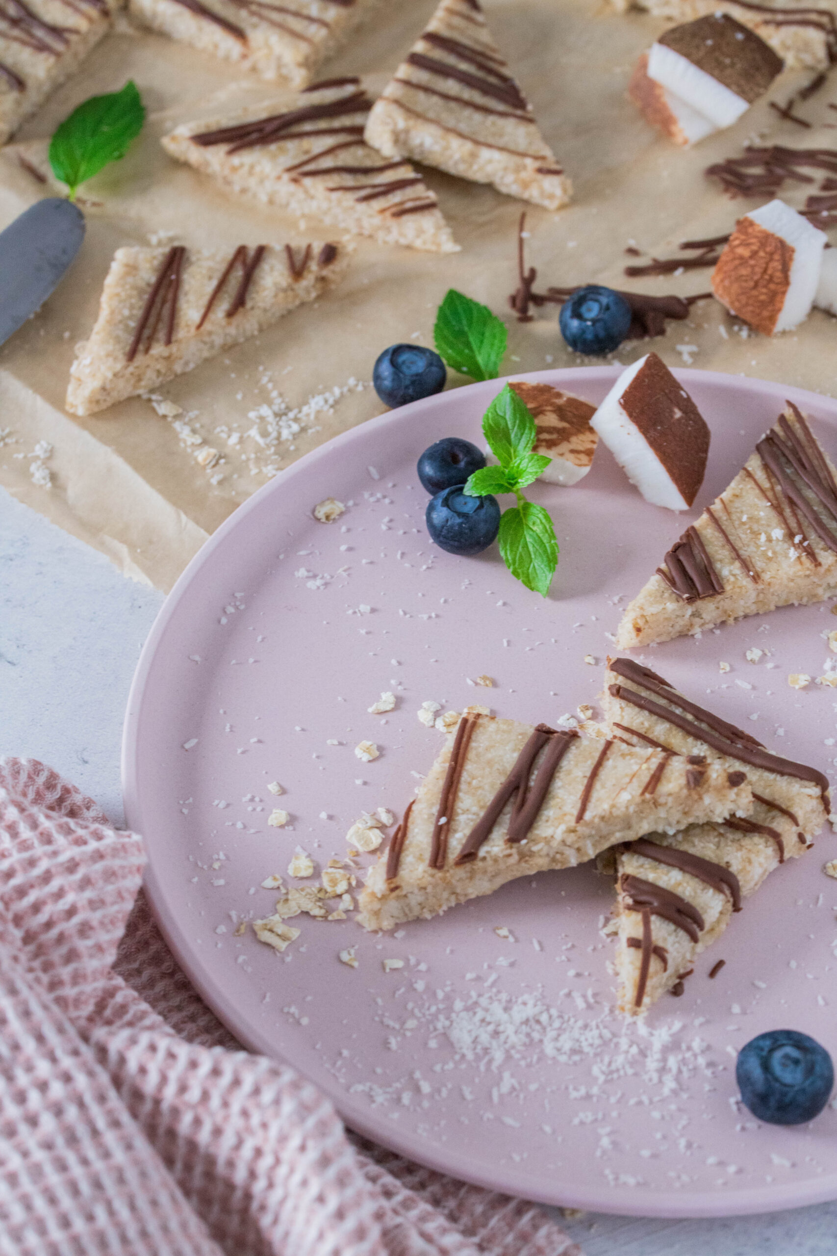 Schneller, leckerer Snack: Kokosecken ohne Backen & zuckerfrei.