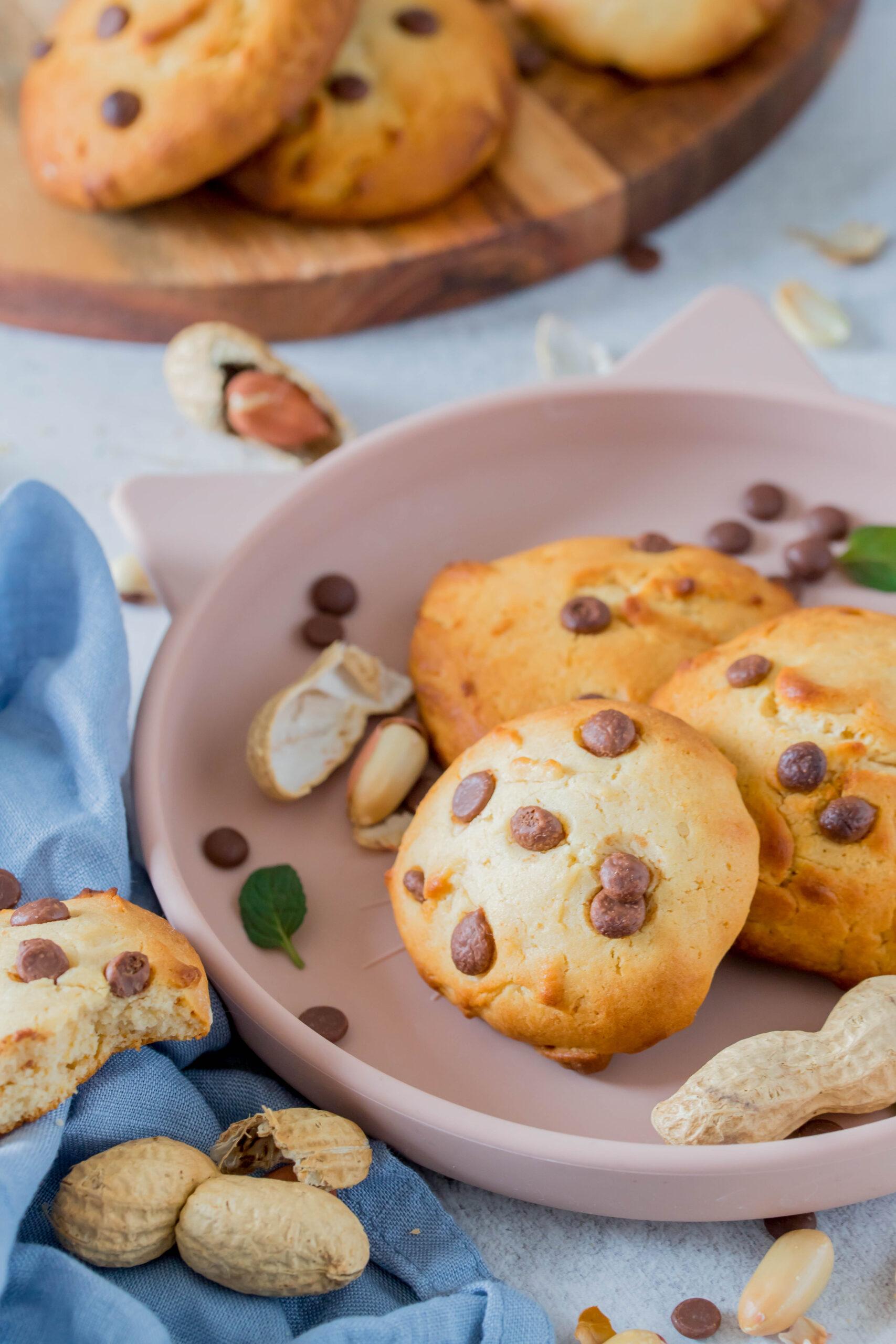 Cookies mit Erdnussmus und Schokostückchen - super einfach und schnell zubereitet. Perfekt für Kinder.