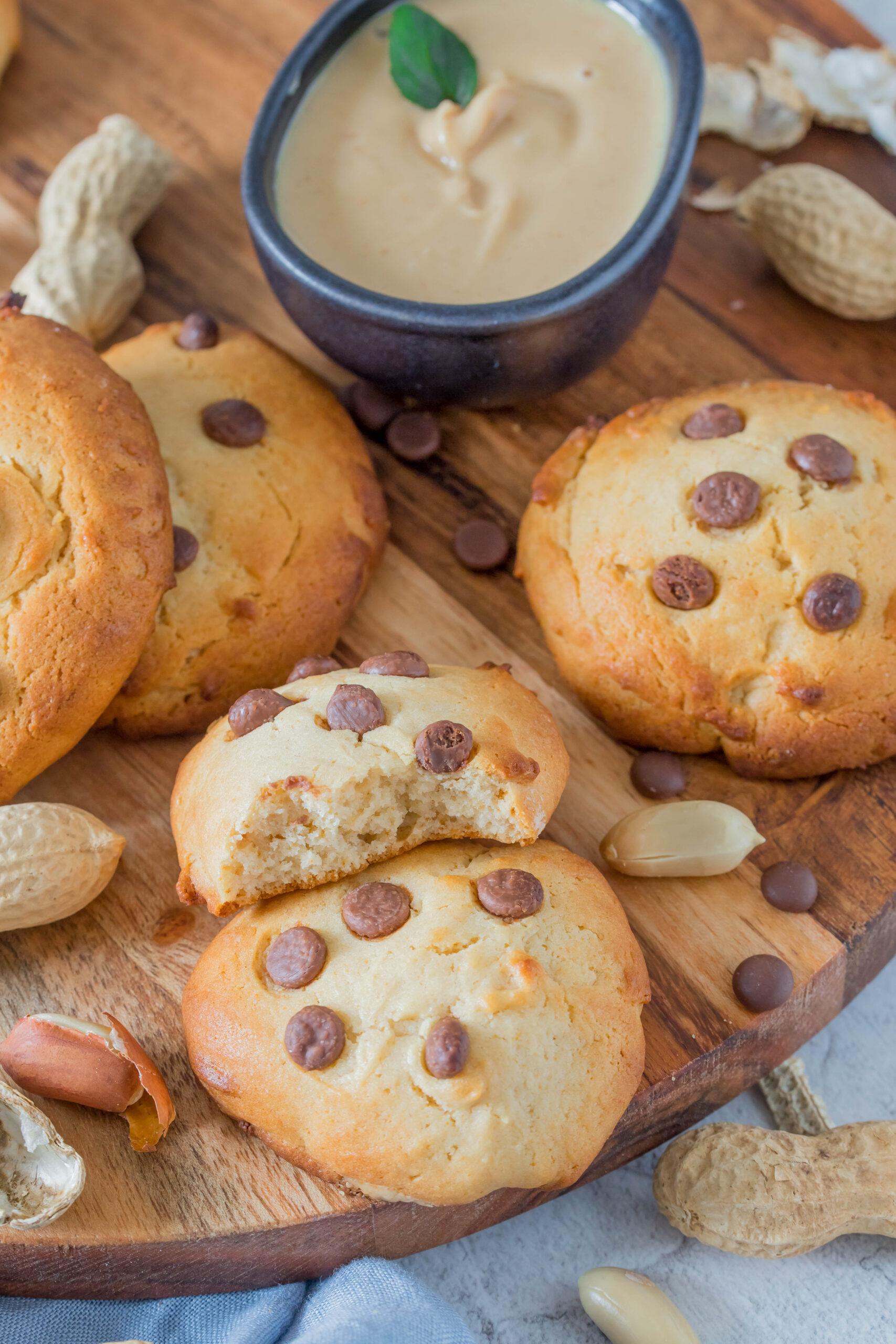 Leckerer Snack für zwischendurch : knusprige Erdnussmus Cookies mit Schokostückchen