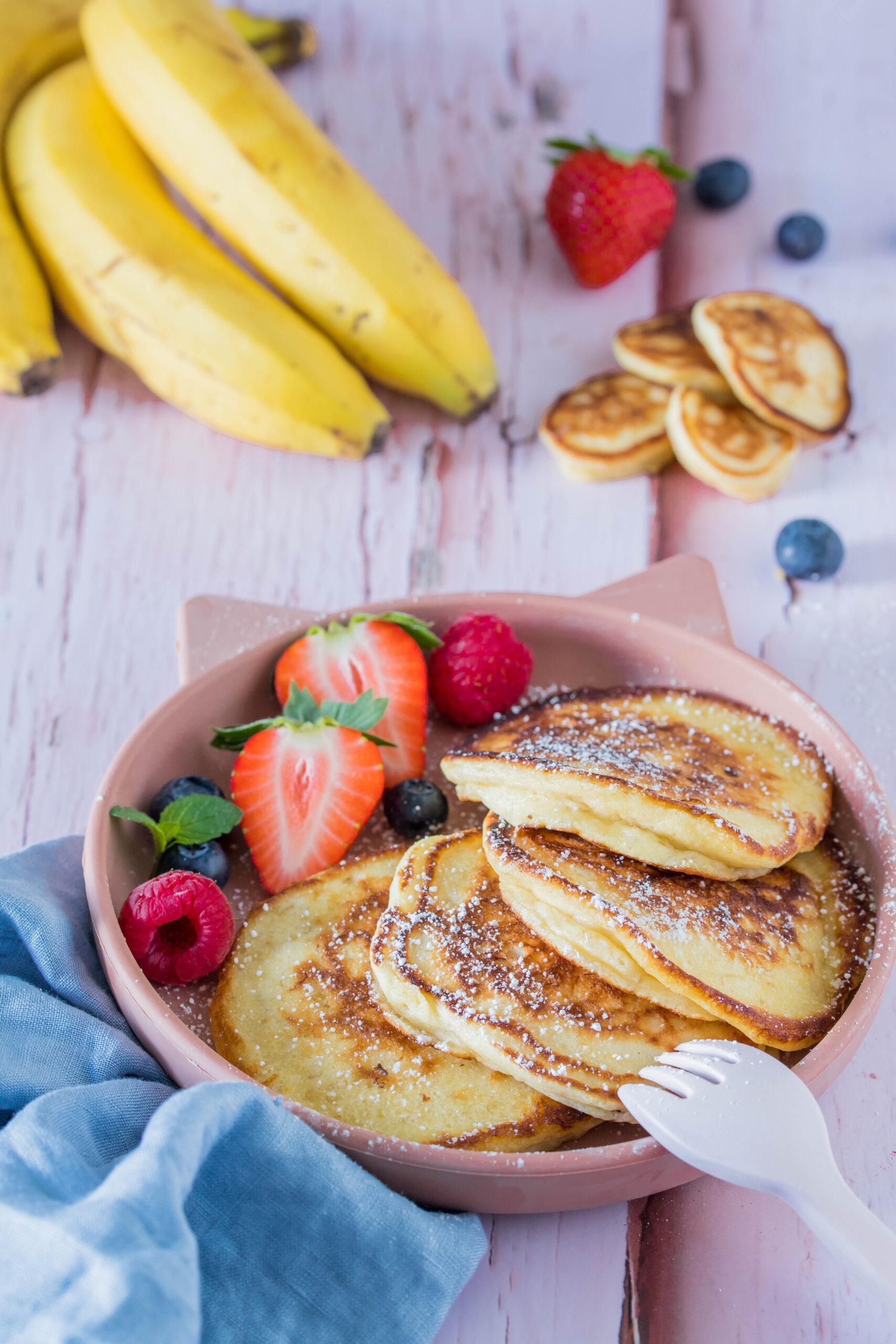 Super fluffige und leckere Bananen-Pancakes. Perfektes Frühstück für Kinder.