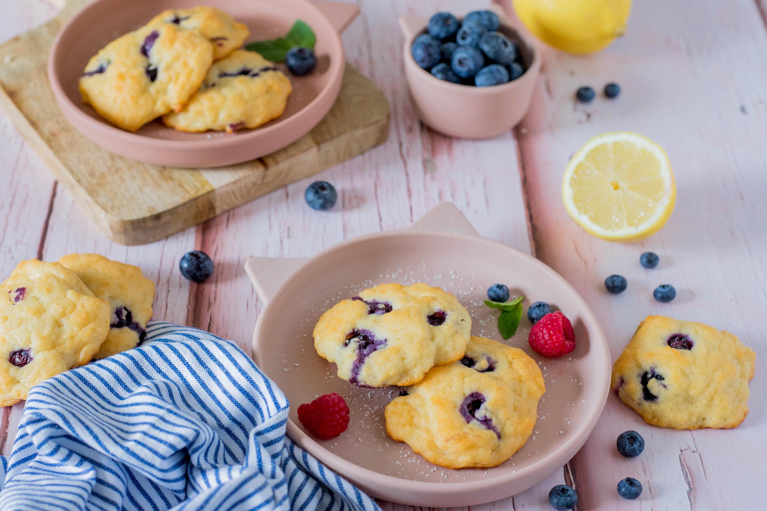 Leckere Quarkwölkchen mit Heidelbeeren für Kinder. Schneller & einfacher Snack.