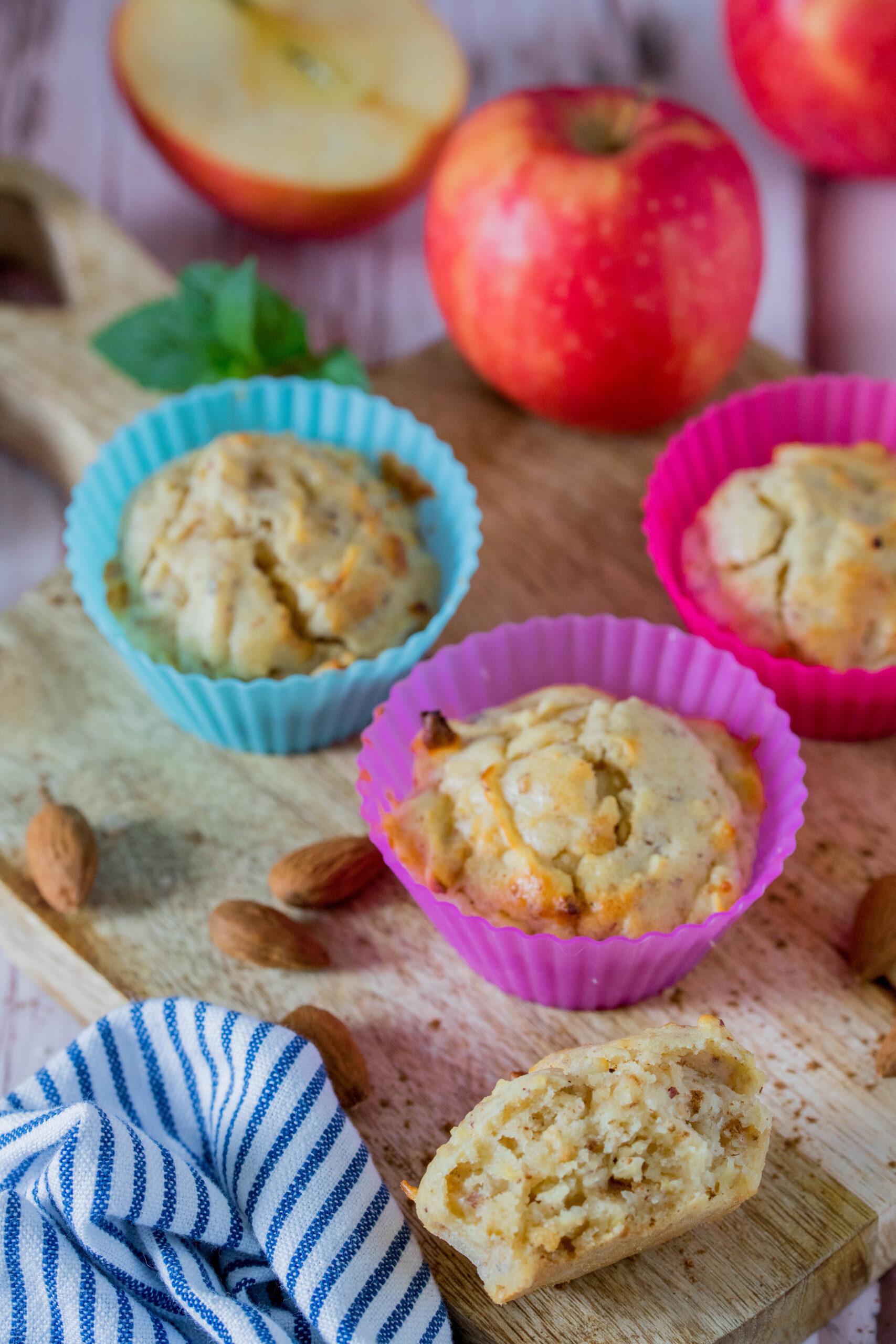 Leckere Muffins mit Äpfeln und Nüssen - herbstlicher Snack für Kinder