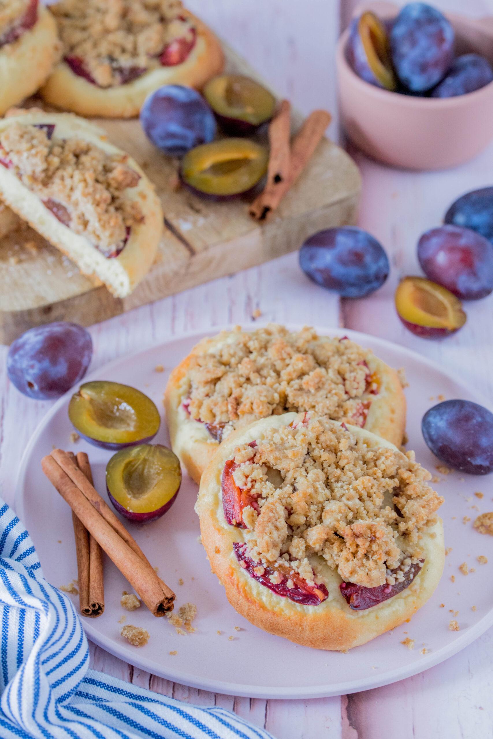 Zwetschgen-Streusel Taler - leckerer Snack mit knusprigen Streuseln